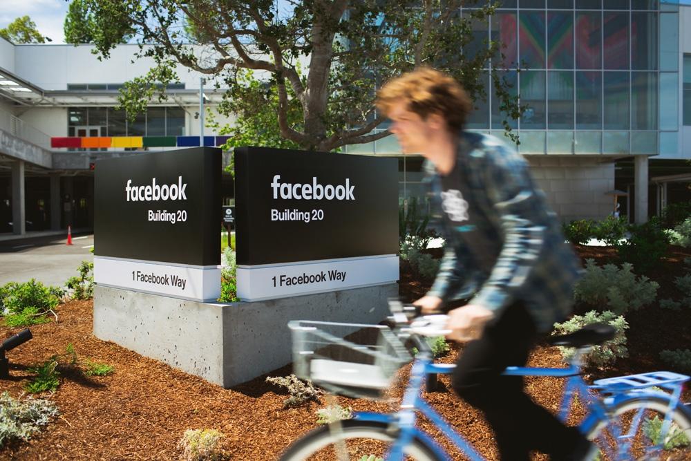 Nuovo wordmark Facebook